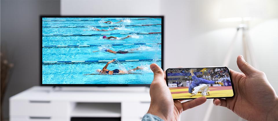 テレビで本命の中継を見つつ、DiXiM Playがインストールされたスマホで気になる中継も同時にチェックできます。
